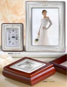 45756-sveglia-e-cornice-in-argento-per-matrimonio-con-rifiniture.s